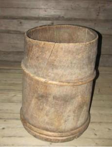 Бочка деревянная долбленая