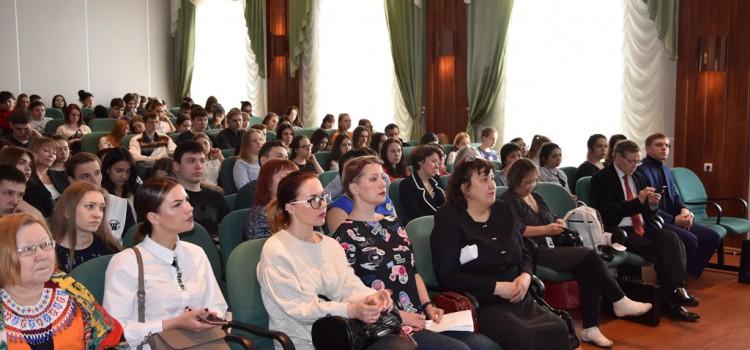 6 апреля в актовом зале Ханты-Мансийского технолого-педагогического колледжа состоялась первая выездная литературная гостиная Мемориального кабинета-музея Ювана Шесталова, посвященная 100-летию Матрёны (Матры) Панкратьевны Баландиной (Вахрушевой)