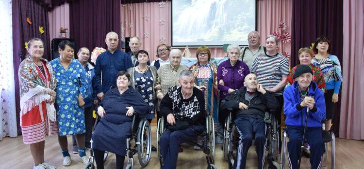 Выездная литературная гостиная «Сказители Югры» к Дню пожилого человека состоялась 2 октября 2019 года  в Ханты-Мансийском районном доме-интернате для престарелых и инвалидов