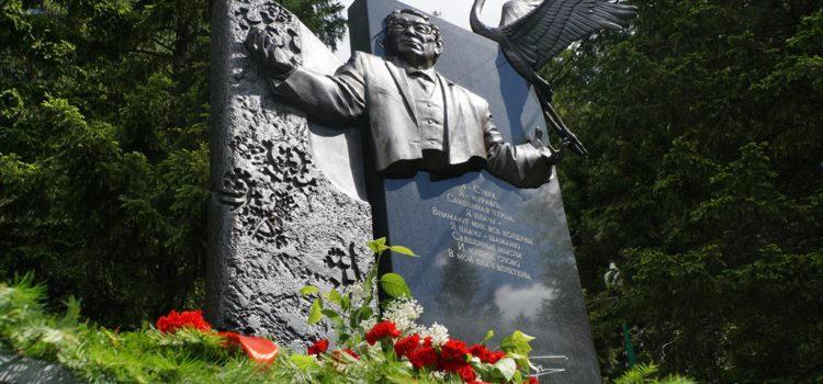 8 ноября в 15:00 Этнографический музей под открытым небом «Торум Маа» в пятый раз приглашает на литературную гостиную «Белый стерх улетел, но оставил нам песню…»,  посвященную памяти Ювана Николаевича Шесталова