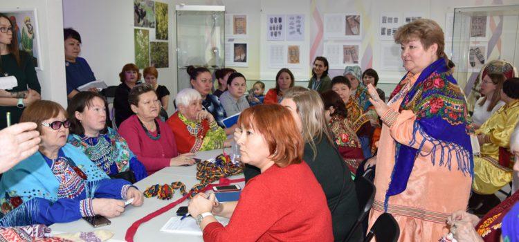 Начал работу XXII научно-практический семинар «Традиционные плетёные пояса, орнаментированные вязаные чулки и бытовая деревянная утварь обских угров». 10 февраля 2020 года