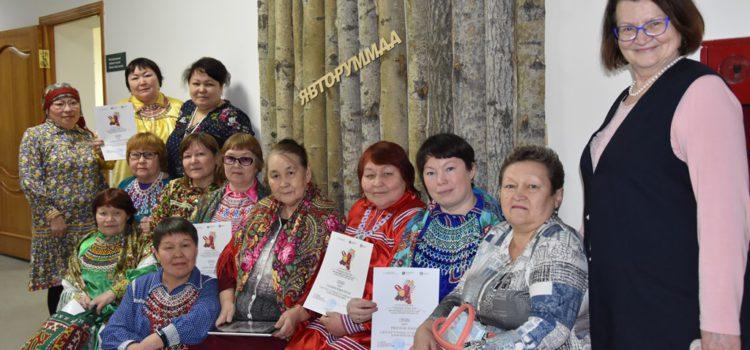 Продолжается XXII научно-практический семинар «Традиционные плетёные пояса, орнаментированные вязаные чулки и бытовая деревянная утварь обских угров». 13 февраля 2020 года