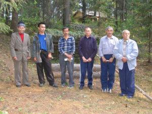 Мастера семинара Изготовление традиционных охотничьих ловушек. Фото Сергея Савина, 2006