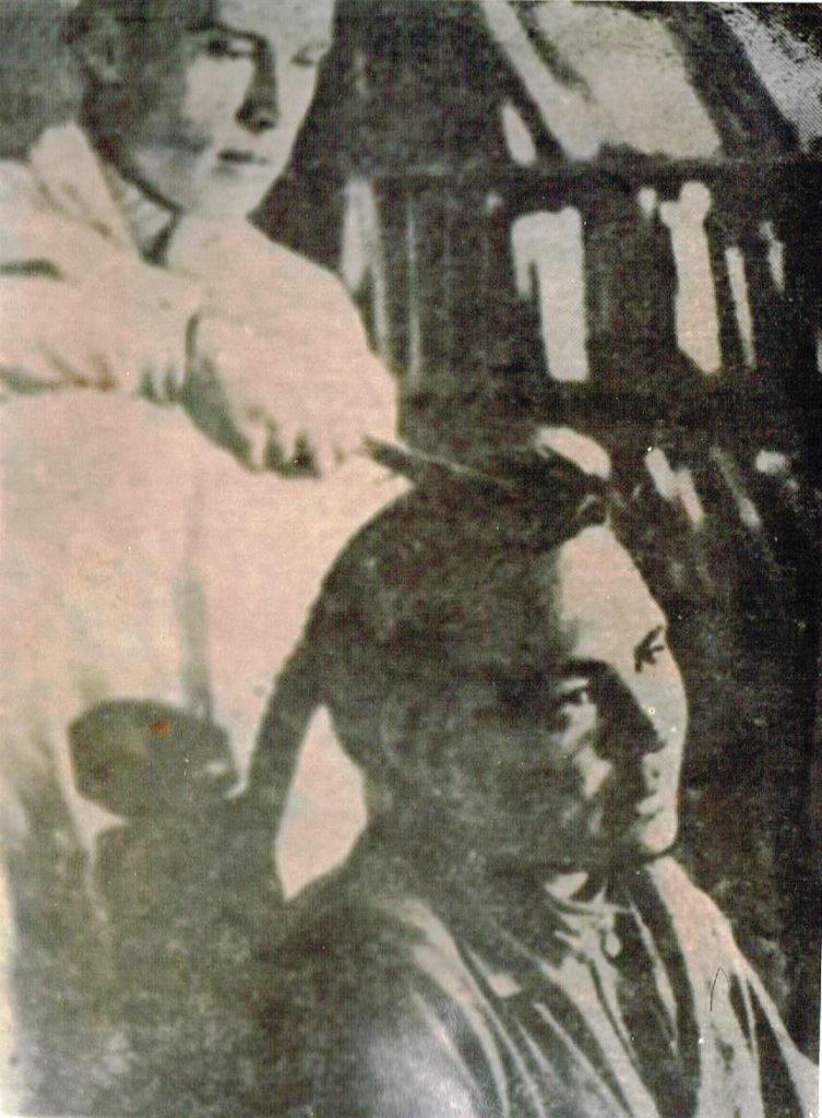 Обрезание кос у мужчины. Обские угры. Из фондов Берёзовского районного краеведческого музея