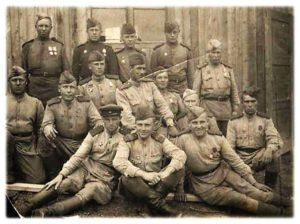 Пётр Андреевич Сайнахов (средний ряд 1-й справа)